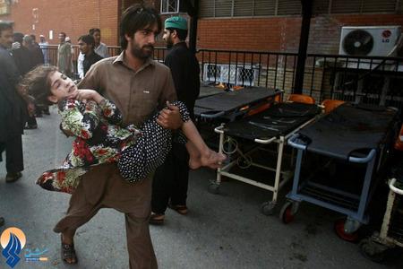 بمب گذاری در یک مرکز درمانی در شهر پیشاور پاکستان