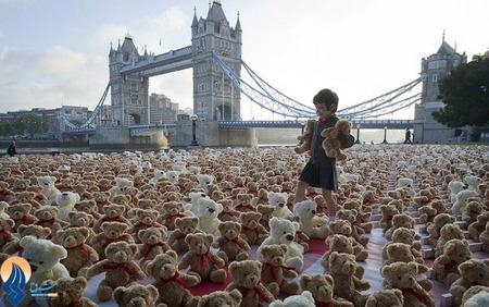 چیدن حدود 3400 عروسک خرس توسط یک کمپین حمایت از حیوانات در حال خطر _ لندن