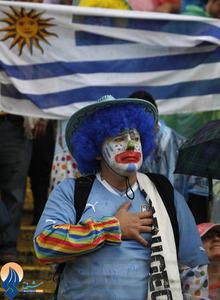 اشکهای یکی از طرفداران تیم فوتبال اروگوئه که در دیدار با اکوادور نتیجه را 1 بر صفر واگذار کرد.