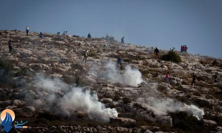 درگیری جوانان فلسطینی با سربازان صهیونیستی در غرب شهر رام الله