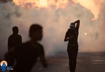 ادامه درگیریها میان جوانان و نیروهای آل خلیفه در شهر جمرا _ بحرین