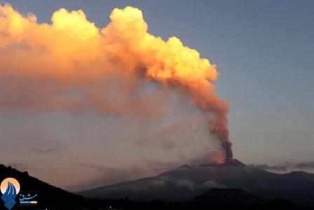 فوران آتشفشان کوه اتنا در نزدیکی شهر کاتانیا _ ایتالیا