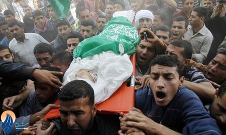 تشییع جوان فلسطینی که در درگیری با سربازان اسرائیلی به شهادت رسید