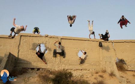 انجام حرکات ورزش پارکور توسط جوانان فلسطینی در شهر غزه
