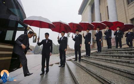 چتر نگه داران یک نماینده مجلس چین