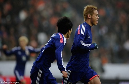 ژاپن: کیسوکه هوندا (Keisuke Honda) - بازیکن ژاپنی زسکاسکو که همه او را به خاطر تکنیک و مهارت بالایش میشناسد او قرار است فصل جدید به تیم آث میلان بپیوندد.