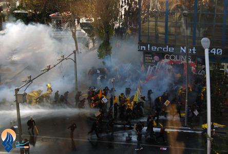 درگیری پلیس ضدشورش ترکیه و جوانان معترض به سیاستهای ضعیف دولت در بخش آموزش و پرورش