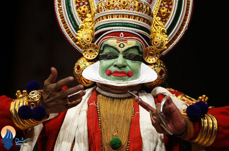 گریم یک بازیگر هندی برای ایفای نقش یک پادشاه در یک فیلم تاریخی