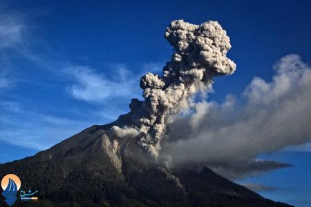 فعالیتهای آتشفشانی کوه سینابونگ در جزیره سوماترای اندونزی