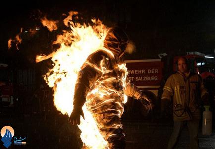 ثبت رکورد طولانی ترین زمان شعله ور شدن با لباس ضد حریق توسط یک بدلکار با زمانی نزدیک به 5دقیقه و 40ثانیه در اتریش