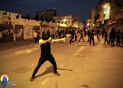 درگیری جوانان بحرینی با نیروهای آل خلیفه بعد از مراسم تشییع نوجوان 15 ساله