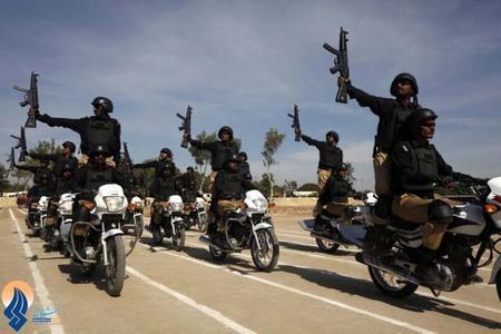 رژه نیروهای پلیس پاکستان بعد از اتمام دوره آموزش