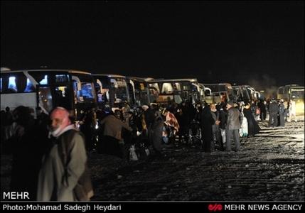 آماده شدن زائران سیدالشهدا برای حرکت به سوی کربلا از مرز مهران