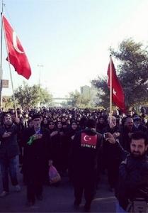حضور پرشور زائران ترکیه ای در پیاده روی اربعین اباعبدالله الحسین(ع)