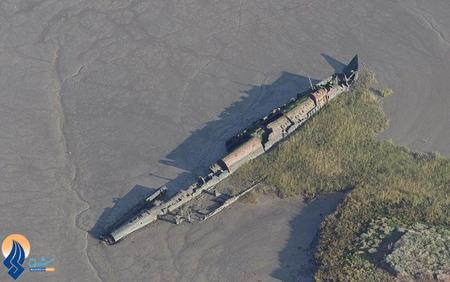 بیرون آمدن یک زیردریایی آلمانی مربوط به جنگ جهانی اول در سواحل انگلیس بعد از یک طوفان دریایی