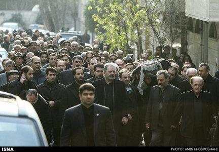ظریف در مراسم تشییع مادرش (عکس)