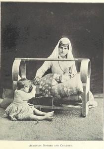 زن ارمنی و کودکش