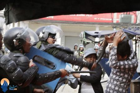 درگیری پلیس کامبوج با کارگران معترض به پائین بودن دستمزهایشان