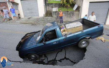باز شدن یک حفره در وسط خیابان در شهر سائوپائولو _ برزیل