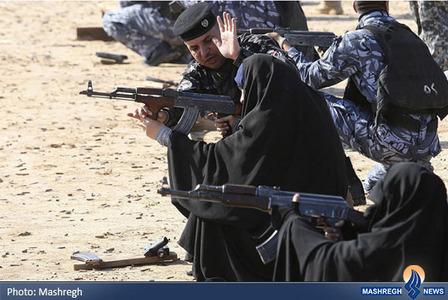 آموزش تیراندازی به زنان توسط سربازان ارتش عراق برای مقابله با حمله تروریستها در شهر نجف