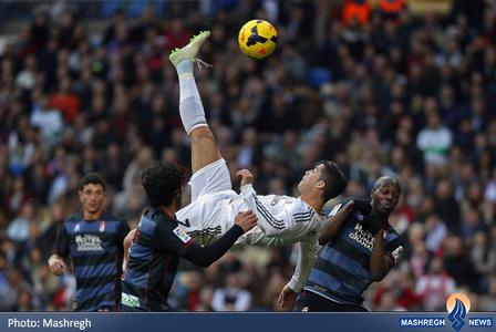 کریستیانو رونالدو در جریان بازی رئال مادرید و گرانادا