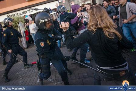 درگیری پلیس ضد شورش با معترضان در سانتاکروس اسپانیا