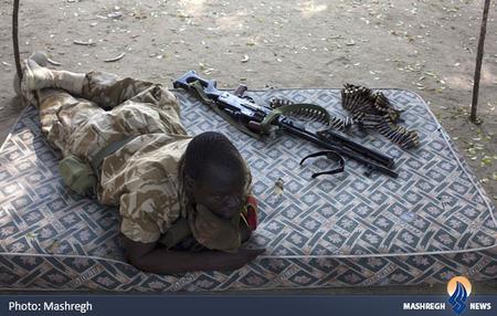یکی از سربازان ارتش سودان جنوبی که با شورشیان این کشور مبارزه میکنند.