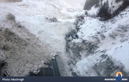 سقوط بهمن و مسدود شدن یک جاده در آلاسکا