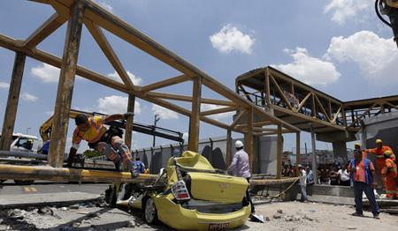 سقوط پل عابر روی یک تاکسی در بزرگراهLinha Amarela