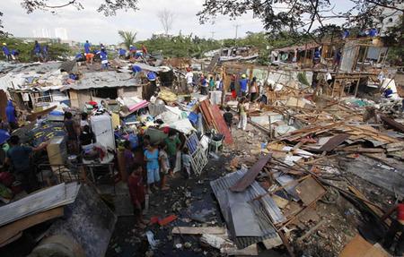 تخریب یک محله فقیر نشین در حومه مانیل برای ساخت مجتمع تجاری توسط دولت