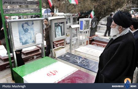 حضور رهبر معظم انقلاب بر مزار شهید مصطفی چمران