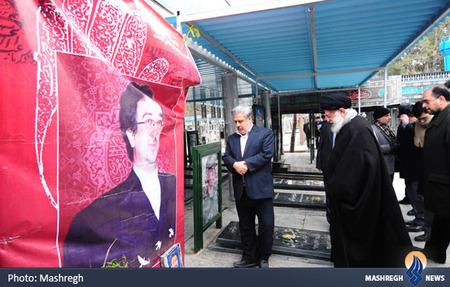 حضور رهبر معظم انقلاب بر مزار دیپلمات شهید ابوالقاسم اسدی