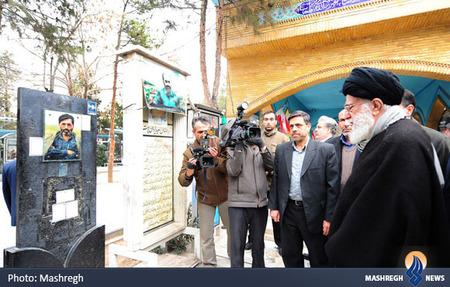 حضور رهبر معظم انقلاب بر مزار شهید مرتضی آوینی