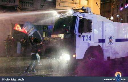 درگیری پلیس با معترضان در میدان تقسیم ترکیه