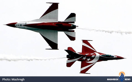 پرواز نمایشی در نمایشگاه هوایی در سنگاپور