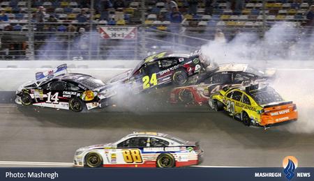 حادثه برای چند خودرو در مسابقه ناسکار در آمریکا
