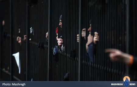 معترضان ضد دولتی در مقابل پارلمان اوکراین در کیف