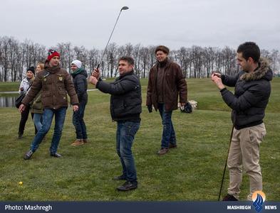 بازی گلف معترضان در زمین گلف محل سکونت یانوکوویچ رئیس جمهور اوکراین در حومه کیف