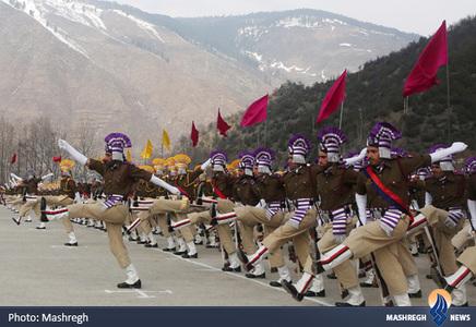 رژه نیروهای پلیس در کشمیر