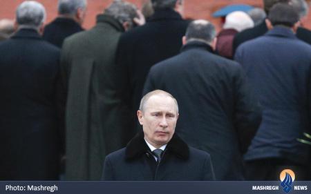 ولادیمیر پوتین در مراسم ادای احترام به سربازان گمنام در مسکو