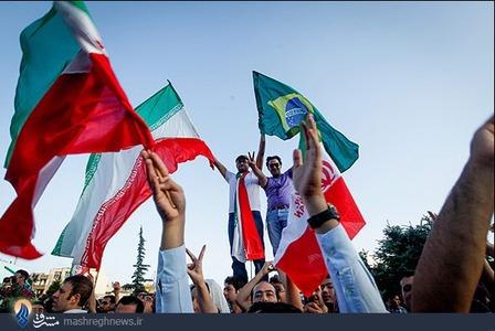 شادی مردم پس از صعود تیم ملی فوتبال ایران به جام جهانی برزیل