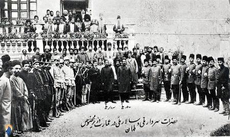 ستار خان سردار ملی وباقر خان سالار ملی درمحوطه عمارت«وزیر مخصوص»پس از فتح تهران