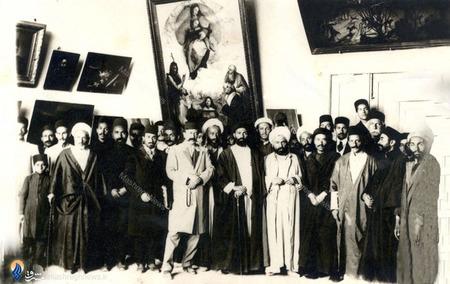 بازدید تعدادی از رجال مشروطیت از تابلوهای کمال الملک درمشروطه دوم