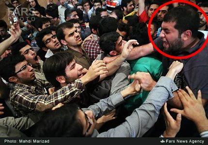 امیرحسین علی بخشی، ورودی 87 مهندسی عمران است که به علت درگیری در فتنه 88، 2 ترم تعلیق شده است.