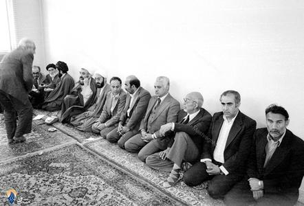 حضور شخصیت های انقلاب درمنزل آیت الله مطهری پس از دریافت خبر شهادت وی