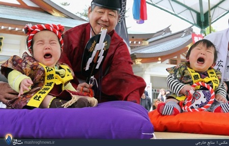مسابقه گریه و زاری نوزادان در توکیو _ در این مسابقه هر نوزادی که زودتر گریه کند برنده میشود