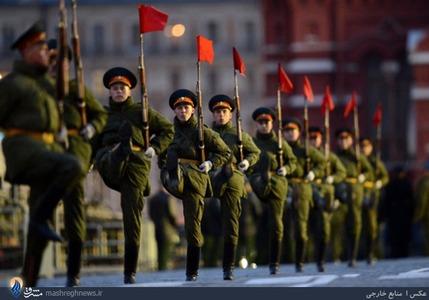 رژه سربازان ارتش روسیه در سالروز شکست ارتش نازیها