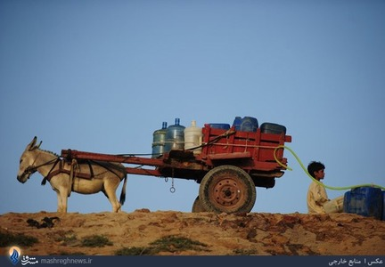 تهیه سخت آب شرب مردم حاشیه نشین شهر کراچی _ پاکستان
