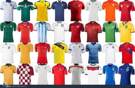 به ترتیب از راست به چپ (از بالا):  اسپانیا - هلند- الجزایر- بلژیک- فرانسه- اکوادور- مکزیک- یونان- برزیل- نیجریه- پرتغال- روسیه- هندوراس- آرژانتین- شیلی- کامرون- کاستاریکا- آمریکا- اروگوئه- بوسنی و هرزگوین- کلمبیا- سوئیس- ساحل عاج- انگلیس- ژاپن- ایتالیا- آلمان- ایران- کره جنوبی- غنا- کرواسی- استرالیا