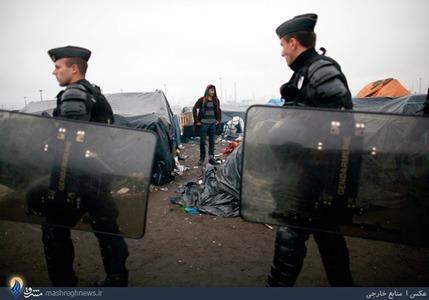 یورش پلیس پاریس به محل سکونت بی خانمانها و مهاجران ساکن در این شهر